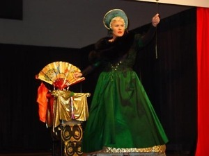Clare Ashley, female magician and Face Painter